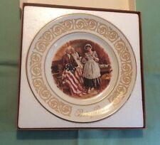 AVON BETSY ROSS HISTORICAL COLLECTORS PLATE WEDGEWOOD PORCELAIN 1973  IN BOX