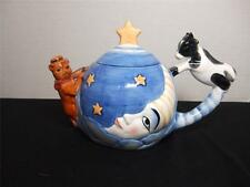 HEY DIDDLE DIDDLE CAT AND THE FIDDLE COW JUMPED OVER THE MOON TEA POT
