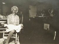 ANTIQUE EDWARDIAN ARTISTIC TEEN GIRL MOM BABY DETROIT JEWEL PENINSULA OLD PHOTO