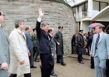 President Ronald Reagan Shot PHOTO Seconds B4 Waving Assassination John Hinckley