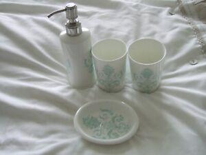 laura ashley Bath room set