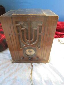 1930s Silvertone Superheterodyne Model tombstone radio