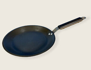 Calphalon Commercial Hard-Anodized Nonstick 9 Inch Skillet Low Flare Wood Handle