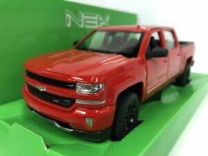 2017 Chevrolet Silverado Red 1:24 27 Scale Welly 24083R