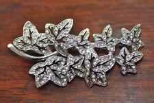 Broche feuilles, métal blanc.