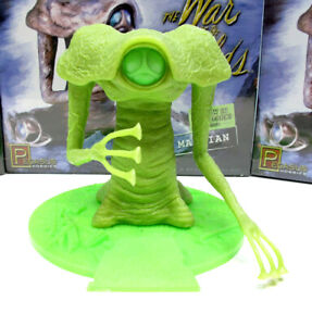 War of the Worlds GLOWING Martian Plastic Model Kit BRAND NEW Sealed!