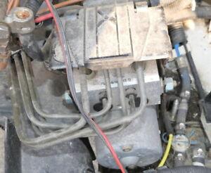 VW T4 ABS + Eds Appareil de Commande Pompe 7D0614111B Aussi 7D0614111C