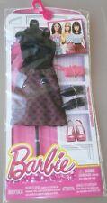 Barbie mattel vestido de verano con trozos de metal zapatos negros + rosa bolso de mano dnv25
