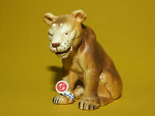 10) Schleich Löwe Löwin Lioness 14037 mit Schildchen