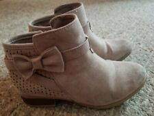 So Taupe Suede Bow Accent Magnolia Ankle Boots Youth Girls Size 2