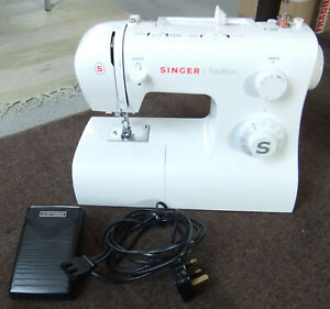 EXCELLENT QUALITY SINGER DOMESTIC SEWING MACHINE - TRADITION 2282, FULLY WORKING
