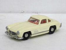 Mercedes-Benz 300 SL Coupé in creme, innen rot, Dinky, o.OVP, 1:43 (HV)