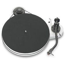 Pro-Ject RPM 1.3 Genie Manueller Plattenspieler mit Ortofon 2M Red glänzend weiß