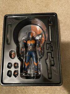 Mezco One:12 Deathstroke Action Figure DC Comics