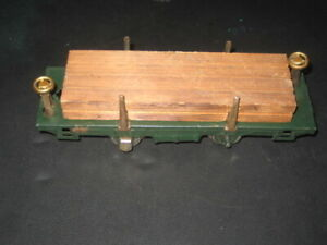 LIONEL PRE WAR O GAUGE DARK GREEN FLAT CAR # 831 WITH WOOD LOAD TYPE 3