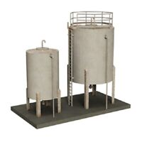 Bachmann Scenecraft 44-0110  - Depot Storage Tanks HO/OO - Pre-Built and Painted