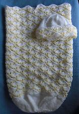 BELLISSIMO Bianco/Giallo Baby Cocoon e Cappello 3-6 MNTS fatto a mano Regalo Nuovo di zecca PERFETTO