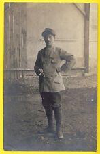 cpa Carte Photo MILITAIRE SOLDAT 45 sur Col, C904 sur veste Matricule Prisonnier