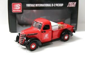 1:24 First Gear Vintage International D-2 Pickup red