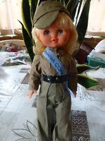 jolie poupée soldat  45cm vétements origine aux yeux verts dormeurs,  vintage