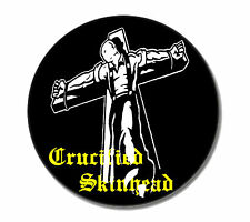 Crucified skinhead Button pin nouveau 2,5cm skin punk punk rock Oi! HC Buttons pins