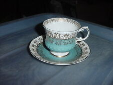 VINTAGE ELIZABETHAN FINE BONE CHINA TEA CUP & SAUCER ENGLAND BLUE & GOLD
