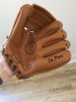VINTAGE-OLD Baseball Glove,  JR. PRO MADE IN TAIWAN 04-82-28/ Play Ball