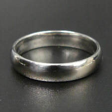 A FINE 18 CT WHITE GOLD WEDDING RING SIZE P - 4.6 GRAMS