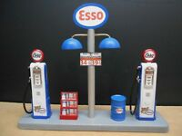 """"""" ESSO """" GAS PUMP ISLAND DISPLAY W/GAS PRICE SIGN, 1:18TH, HAND CRAFTED, NEW"""