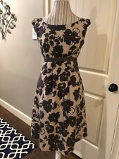 Graham & Spencer Women's Brown Flowers w/Tan Background Dress Size Small (I1)