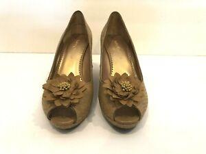 Lindsay Phillips Courtney Wedge Peep Toe Shoes Size 8M Interchangeable Charm Tan