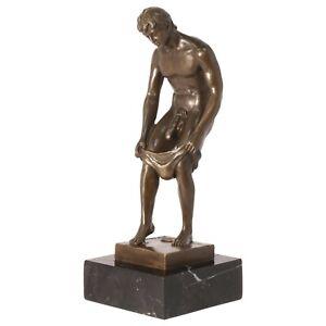 Stripper Bronzeskulptur Marmorsockel nackter Mann mit Unterhose Erotik Bronze
