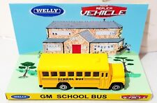 WELLY Replica Vehicle GM SCHOOL BUS Model on Custom Display Diarama