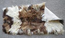 Tapis peau de vache poils longs tricolore deco vintage design 1970 pelle mucca