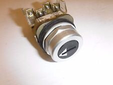 ALLEN BRADLEY 800T-J6A 3-POSITION 1NO/1NC COIN SLOT MAINTAINED SELECTOR SWITCH