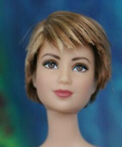 Nude Blonde Highlights Short Hair Barbie Tattoos articulated Tris debox 4 OOAK