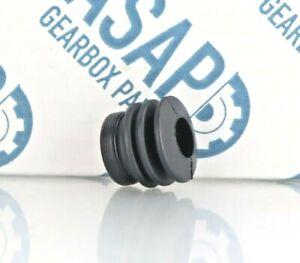 Ford Fiesta / Focus / C Max 5sp IB5 gearbox genuine selector oil seal 1321128
