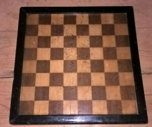 ANTIQUE WOODEN CHESS/DRAUGHTS BOARD WITH RAISED EDGE