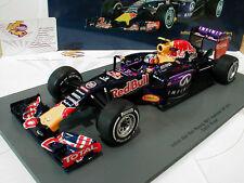 Formel 1-Modelle aus Resin von RedBull