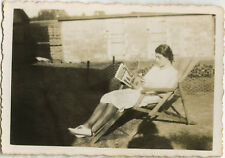 PHOTO ANCIENNE - VINTAGE SNAPSHOT - FEMME LECTURE JARDIN OMBRE - WOMAN READING