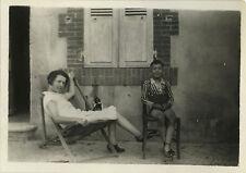 PHOTO ANCIENNE - VINTAGE SNAPSHOT - CHAT CHATON CHAISE ENFANT DRÔLE - CAT CHILD