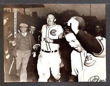 1938  Gabby Hartnett  CUBS  UNSIGNED  6-1/2 x 8-1/2  ORIGINAL UPI PRESS PHOTO #9