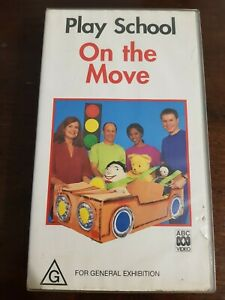 1997 TV SHOW. PLAY SCHOOL ON THE MOVE. VHS. SMALL CASE.