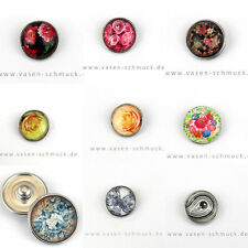 Markenlose Modeschmuckstücke aus Glas und gemischten Metallen