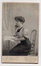 PHOTO - CDV - Femme Collier Perles Livre Lecture TOUVAY Saint Claude Vers 1900