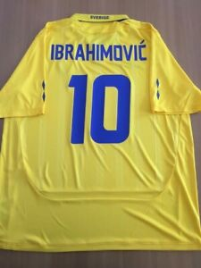 Zlatan Ibrahimovic 10. Sweden Home football shirt 2009. Size: 2XL (XXL). Umbro