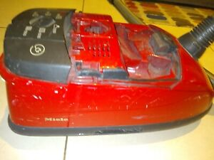 Miele Cat And Dog vacuum works very well missing front cover but useable