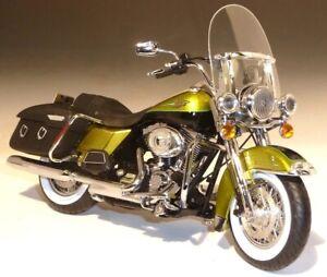 Harley Davidson FLHRC Road King 2011 Ertl 1/12 Colour Green Black