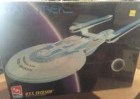 VTG Star Trek U.S.S. Excelsior StarShip Plastic Model Kit AMT/ERTL 1994, SEALED