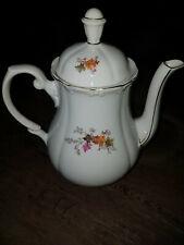 Porzellan-Kanne/antike (?) Kaffeekanne mit Blättermotiv/selten/schöne Form